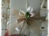 confezione scatola cm 16 con calla e nastrini avorio e rete