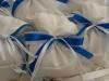sacchetto bianco e fiocco azzurro
