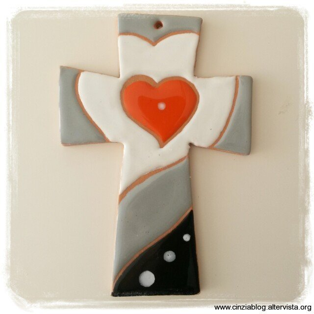 Art. CC1 croce con cuore cm 13,5